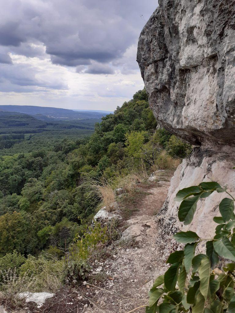 Bei der Peskő-Höhle (Bild: Autorin)